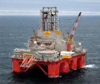 The Transocean Spitsbergen (t.v.) and Songa Trym drilling rigs will be suspended through 2014