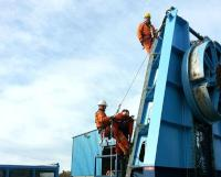 Aquatic's offshore team using harnesses and ladders to assemble modular reel drive system