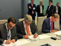 Signing Oseberg contract