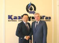 LUKOIL President Vagit Alekperov (right) and Chairman of the KazMunayGas Board Sauat Mynbayev